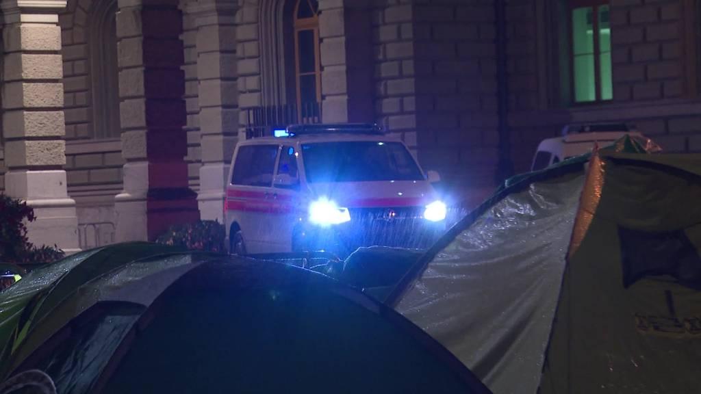 Reaktionen aus Politik: Polizei räumt Bundesplatz
