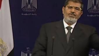 Mohamed Mursi hält eine Fernsehansprache und will bleiben bis zum Tod.