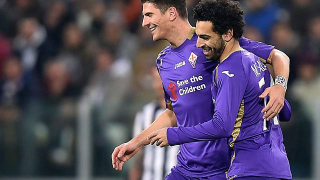 Mario Gomez (l.) mit Doppeltorschütze Mohamed Salah