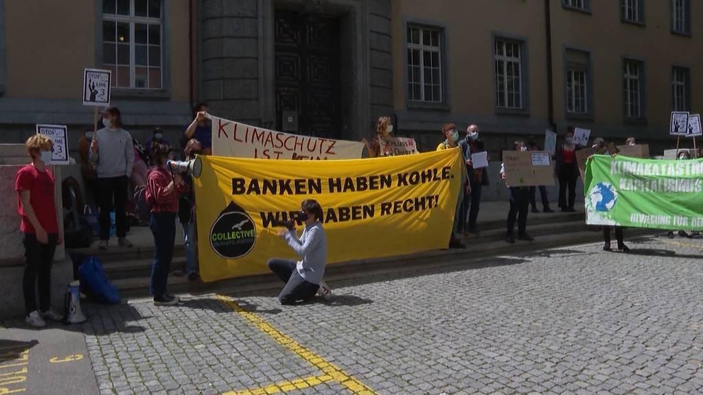 Sitzblockade vor der Crédit Suisse: Klimaaktivisten zu bedingten Geldstrafen verurteilt