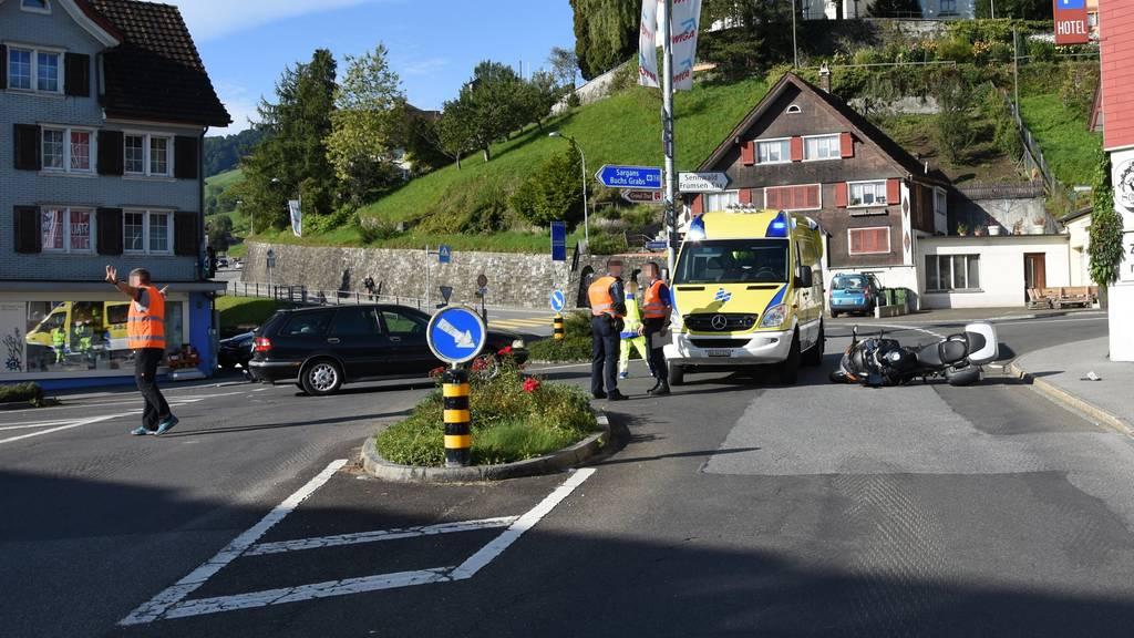 Auf der Schäflikreuzung in Grabs erreignete sich am Freitag ein Unfall zwischen einem Auto und einem Motorrad.