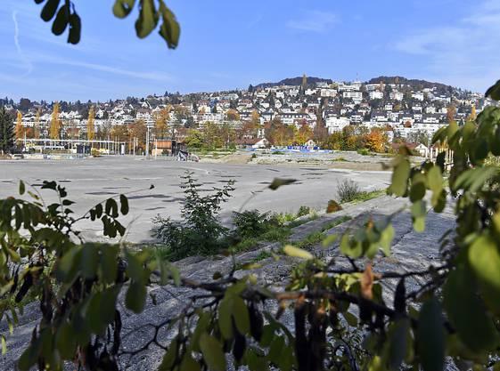 Auf dem Hardturm-Areal in Zürich soll nach dem Willen der Stimmberechtigten wieder ein Fussballstadion stehen. Hinzu kommen Genosschenschaftswohungen und zwei Hochhäuser. Mit diesen wollen private Investoren das Stadion finanzieren.