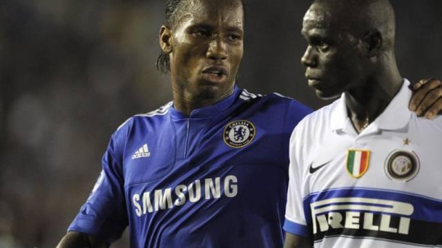 Didier Drogba (li.)