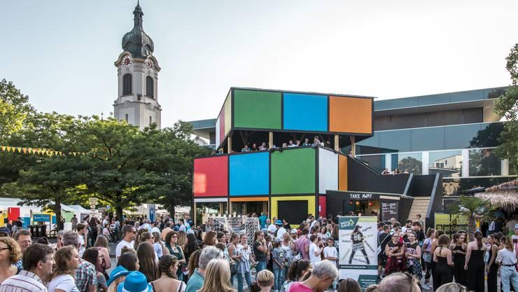 Die Beiz Rubik's Cube war ein Hingucker am Stadtfest in Brugg. Der Bau wurde vom OK als der schönste ausgezeichnet.