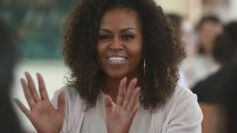 Michelle Obama wünscht sich, dass jedes Mädchen auf der Welt die gleichen Chancen bekommt, die sie selbst gehabt habt. Sie lobt ihre Mutter, der sie ihr eigenes Selbstbewusstsein verdankt. (Archivbild)