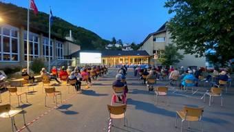 Die Gemeindeversammlung in Remigen Anfang September fand draussen statt.