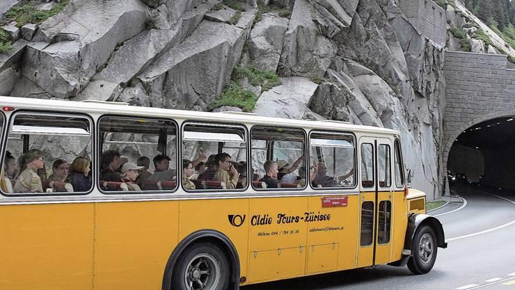 Im historischen Postauto über den Oberalp ins Bündner Oberland: Die Pfadi Baden auf dem Weg ins Sola 2020.