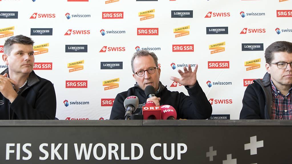 Steht Wengens Zukunft als Weltcup-Ort auf dem Spiel? Urs Näpflin (Mitte) , OK-Präsident der Lauberhornrennen, im Januar 2018 an einer Medienkonferenz