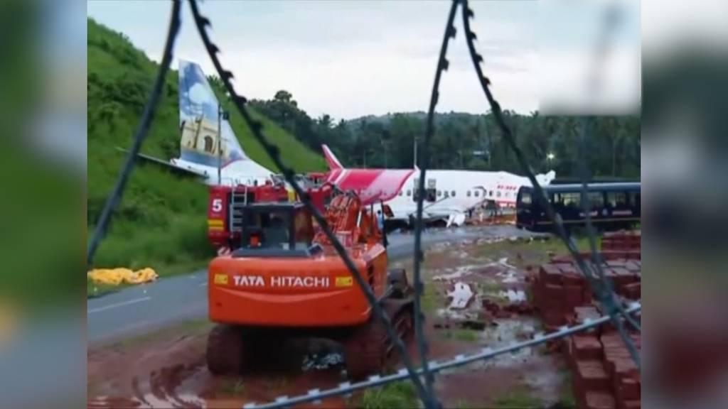 Indien: Flugzeug kommt bei Landung ab der Bahn und bricht in zwei Teile - Mindestens 18 Tote