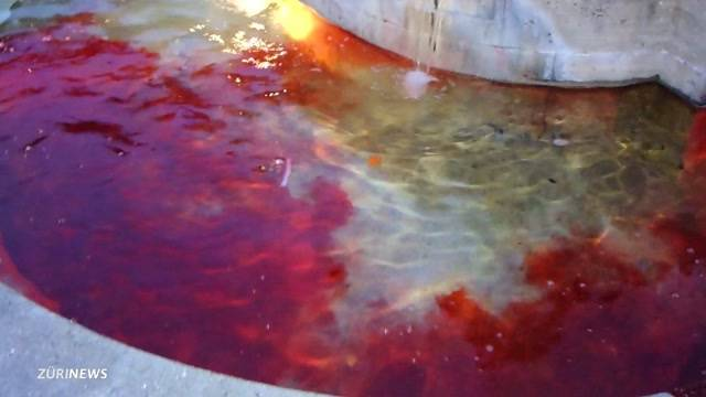 Blutroter Protest gegen Tampon-Preise