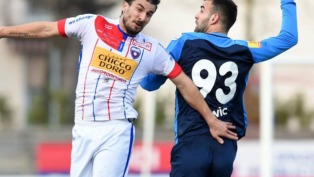 Wils Torschütze Andelko Savic (rechts) im Luftduell mit Chiassos Orlando Urbano
