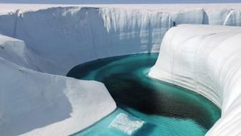 Gletscherseen in Grönland können in Rissen verschwinden