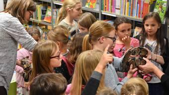 Die Erzählnacht ist bei Kindern beliebt. In vielen Bibliotheken müssen Anmeldungen zurückgewiesen werden