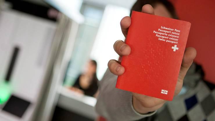 Bei seiner Einbürgerung unterschlug der Montenegriner jegliche Informationen zu seinen Drogengeschäften. (Symbolbild)
