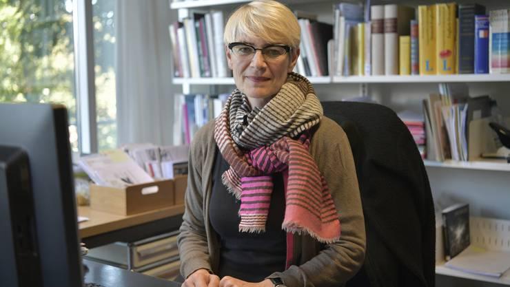 Claudine Metzger, die neue Leiterin des Kunsthauses Grenchen ab 1.1.2017 in ihrem Büro im Kunsthaus Bern, wo sie jetzt noch tätig ist.