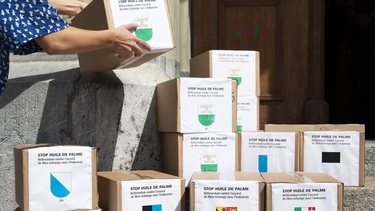 Am 22. Juni reichte das Referendumskomitee über 60'000 Unterschriften ein.