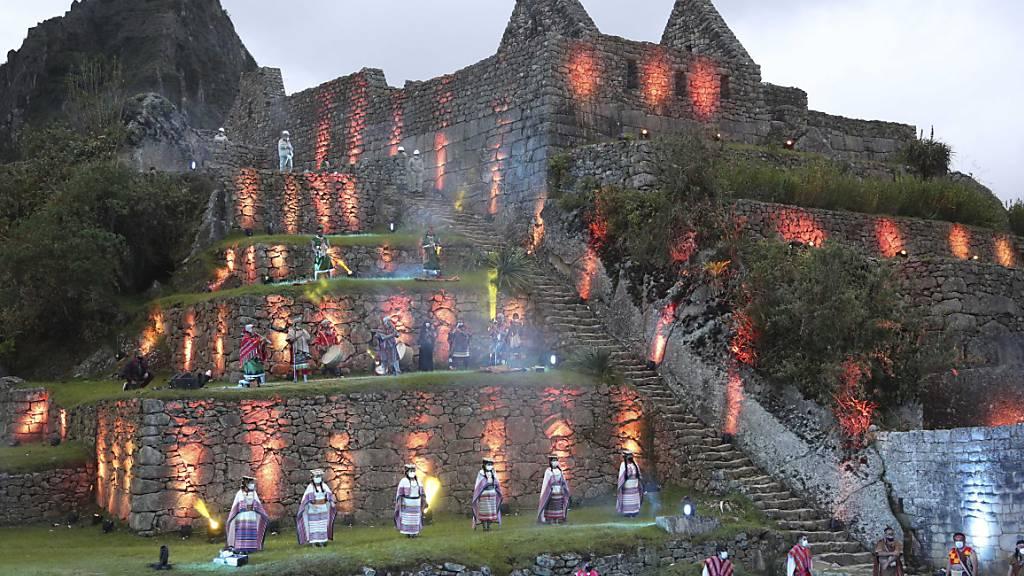 Besserungen bei Corona: Nach der feierlichen Wiedereröffnung von Machu Picchu im November lassen die Behörden nun wieder mehr als tausend Besucher in der Inkastadt pro Tag zu. (Archivbild)