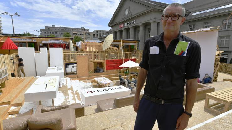 Der Künstler Thomas Hirschhorn hat das Projekt zusammen mit rund 200 Personen realisiert.