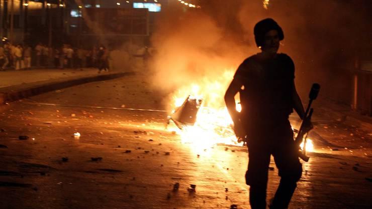 Nun sind es Anhänger des abgewählten Präsidenten Mursi, die sich mit der Polizei Strassenschlachten in Kairo liefern