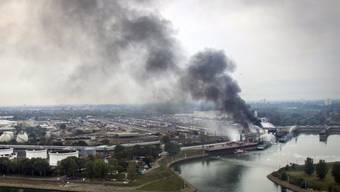 Der Brand bei BASF am Montag war weitherum zu sehen - nun werden die Anlagen wieder hochgefahren.