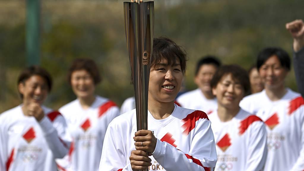 10'000 Läufer tragen die olympische Fackel durch Japan
