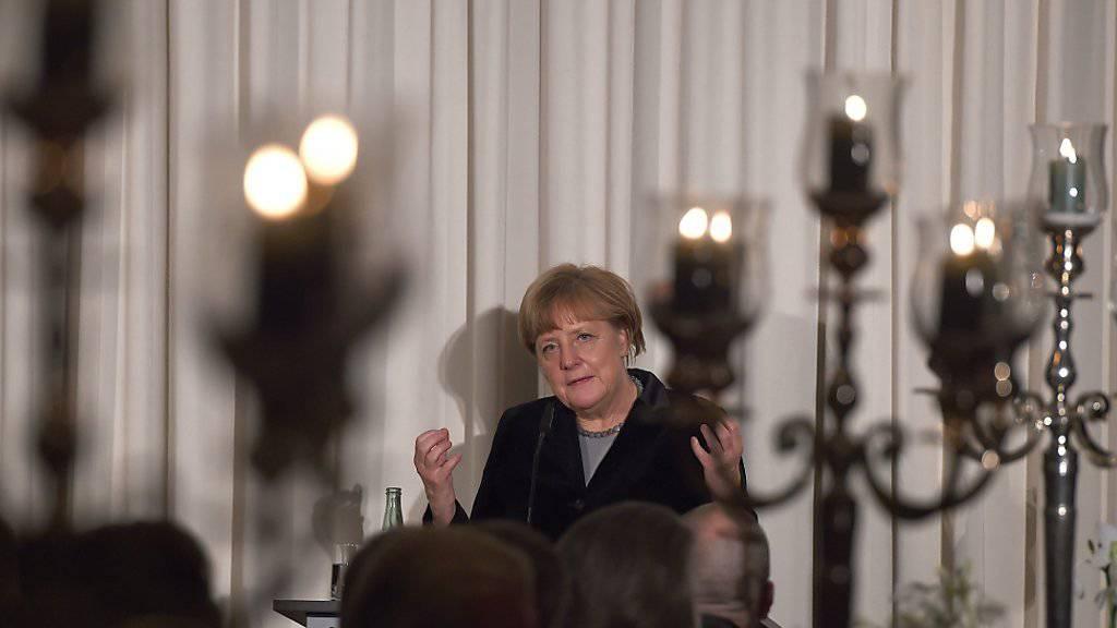 """""""Solche Schwächen"""": Merkel spricht vor dem Düsseldorfer Industrieclub über das Dublin-Abkommen."""