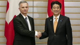 Bundespräsident Didier Burkhalter und Japans Premier Shinzo Abe