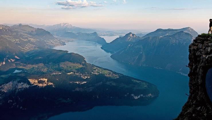 Einer der schönsten Aussichtspunkte in der Zentralschweiz: Vom Fronalpstock lässt sich aufs Rütli und über den Vierwaldstättersee blicken.