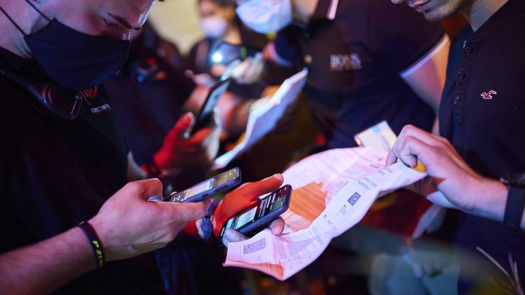 Für den Nachtclub oder das Restaurant: Die Zertifikatspflicht könnte bald Realität sein.