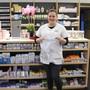 Apothekerin Jessica Wochner von der Vinzenz-Apotheke in Eiken relativiert die Anfragen nach Mundschutzmasken.