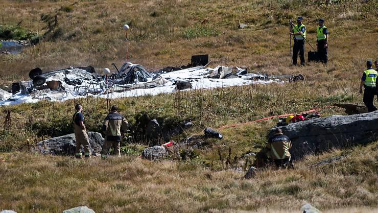 Ein Super Puma der Luftwaffe stürzt auf dem Gotthardpass ab und gerät in Brand. Die beiden Piloten sterben, der Flughelfer wird verletzt.