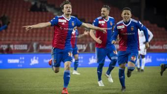 Valentin Stocker (l.) und Co. feiern den Sieg ihres FC Basel.