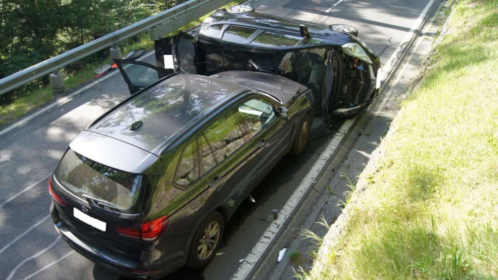 Beim Autounfall auf der Cholrainstrasse in Menzingen ZG wurden zwei Personen leicht verletzt.
