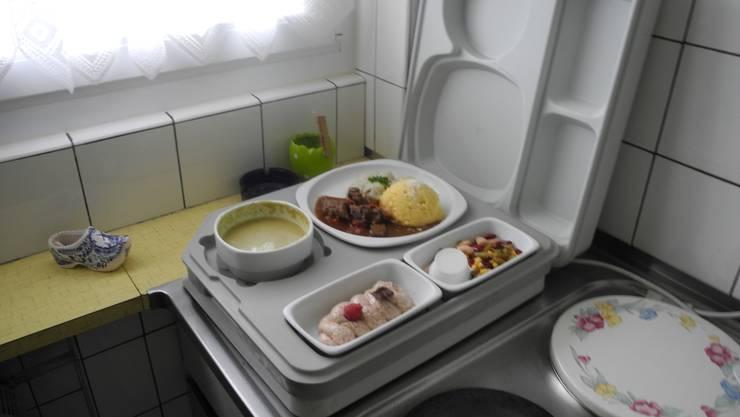 Eine Mahlzeitenbox der Spitex Grenchen.