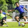 Blas Riveros und Samuele Campo im Zweikampf – ein Bild, das es auch am Sonntag geben könnte. Dann testet der FCB wohl gegen sich selbst statt gegen Innsbruck. Fresh