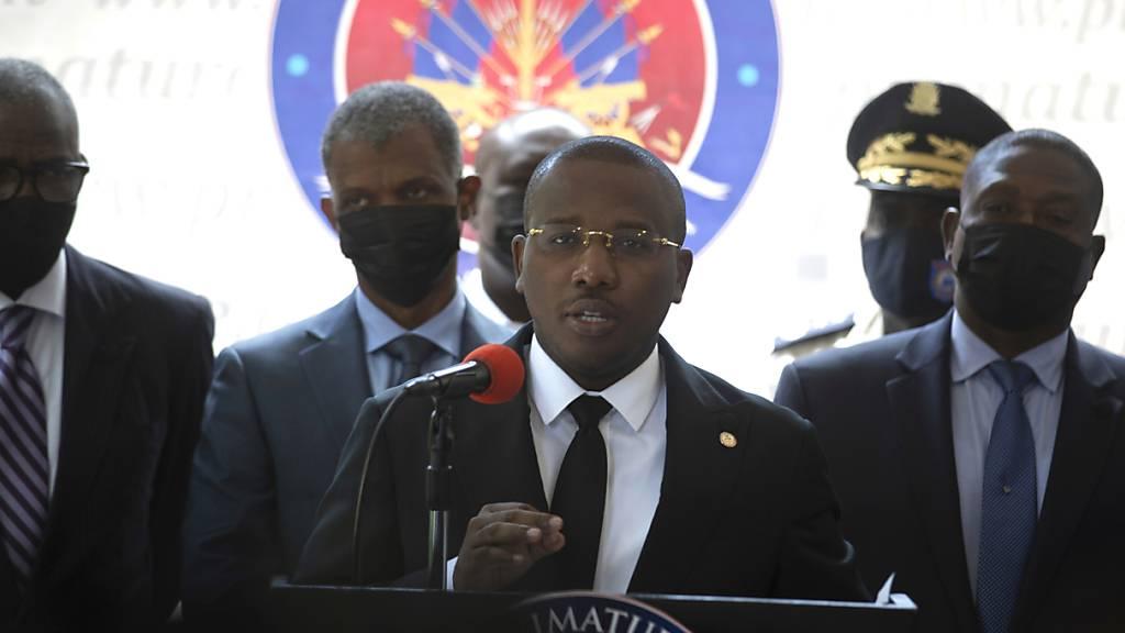 ARCHIV - Claude Joseph, ‹bergangs-Premierminister in Haiti, soll im Machtkampf nach der Ermordung des Staatspr‰sidenten MoÔse nachgeben und nach Medienberichten zur ̧cktreten wollen. Foto: Joseph Odelyn/AP/dpa Foto: Joseph Odelyn/AP/dpa