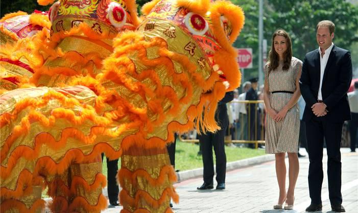 Empfang mit einem Löwentanz: Kate und William in Singapur.