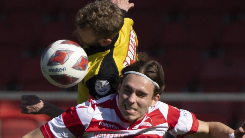 Fabian Lustenberger (oben) streckt sich gegen Roberts Uldrikis