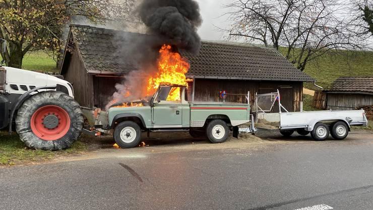 Das Auto des Rentners ging nach dem Unfall in Flammen auf und wurde total zerstört