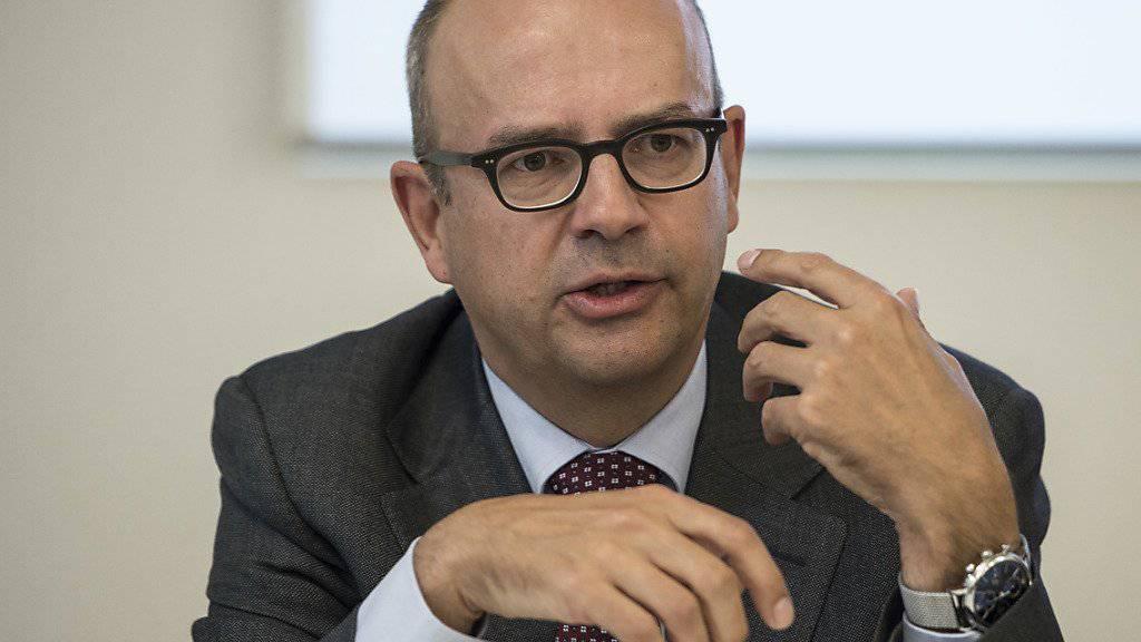 Laut Seco-Chefökonom Eric Scheidegger hat die Schweizer Konjunktur im ersten Halbjahr faktisch eine Vollbremsung vollzogen. Er sieht nun die Politik gefordert (Archiv).