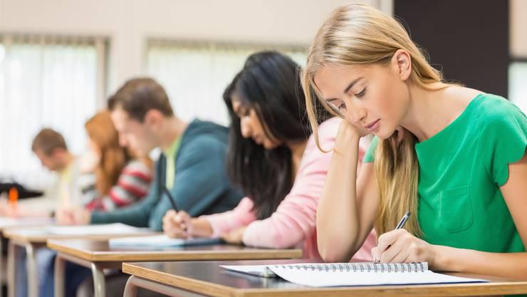 Die Zürcher Bildungsdirektion kam bei ihrer Untersuchung zum Schluss, dass die Klassengrösse keinen Einflussfaktor für das Bestehen der Probezeit darstellt. (Symbolbild)