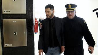 Matias Messi, der Bruder des Fussballstars, gilt als Schwarzes Schaf der Familie: Erneut gerät er in Konflikt mit der Justiz, weil er unerlaubt Waffen getragen hat.