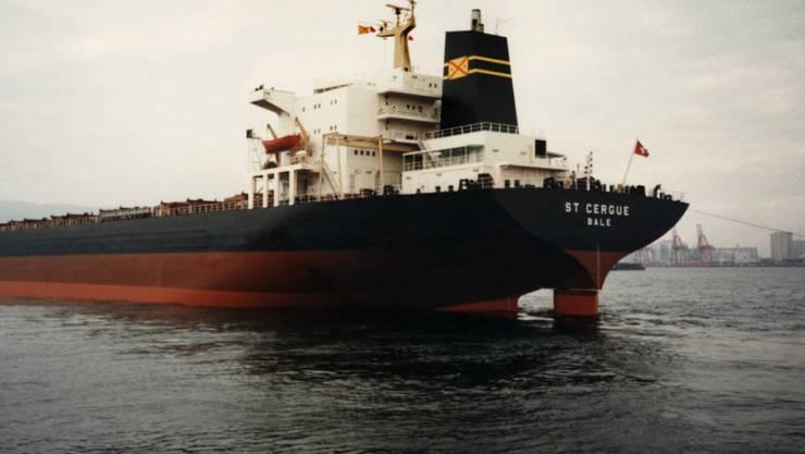 Das Frachtschiff St. Cergue unter Schweizer Flagge aufgenommen 1985. (Archivbild)