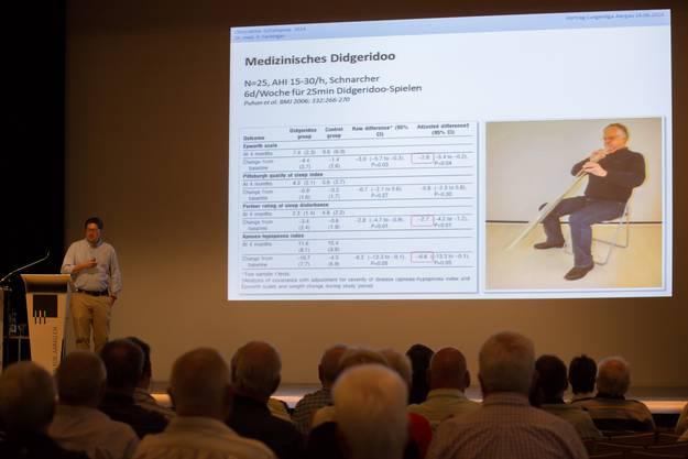 Lungenfacharzt Dr. med. Patrick Fachinger vom Kantonsspital Aarau wies in seinem Vortrag unter anderem darauf hin, dass viele Menschen von dem Schlafapnoe-Syndrom betroffen seien, ohne es zu wissen.