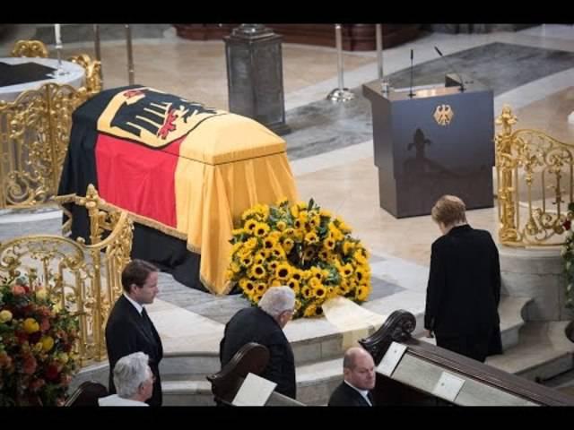 Trauerrede von Kanzlerin Merkel für Altbundeskanzler Helmut Schmidt