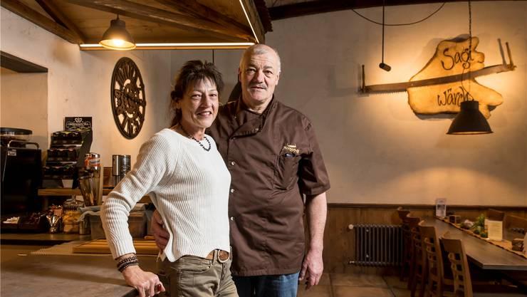 Heidi Mosimann (57) und Oskar Urech (60) arbeiten seit einem guten halben Jahr als Wirte im Uerkental.Claudio Thoma