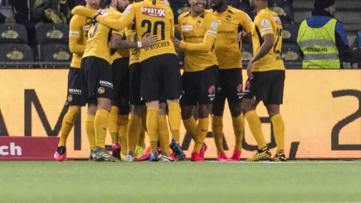 Die Young Boys beglückwünschen sich nach dem frühen und entscheidenden 1:0 gegen Sion