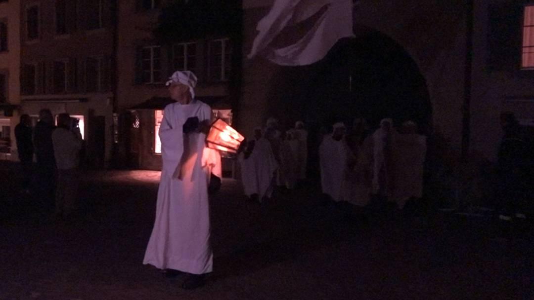 Wenn um Mitternacht 40 Männer in Leintücher gehüllt durch die Altstadt ziehen ...