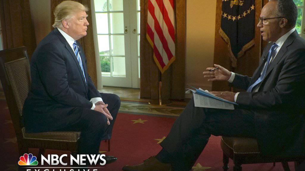 In dem NBC-Interview sagte Trump im kompletten Gegensatz zu bisherigen Angaben auch, er habe bei Comeys Entlassung sehr wohl an «diese Russland-Sache» gedacht.