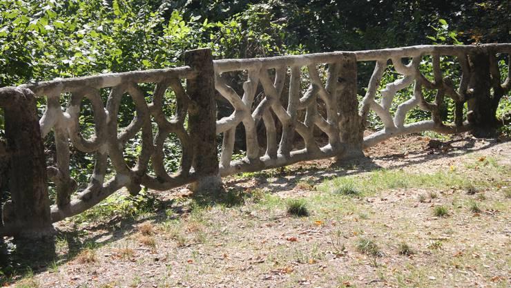 Das restaurierte Geländer auf dem Wengistein-Känzeli.